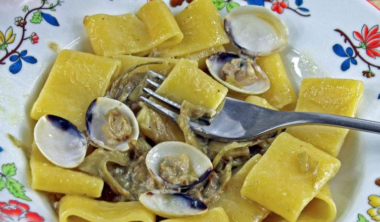Calamarata cacio pepe vongole e carciofi