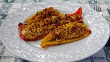 Peperoni farciti con mollica di pane alla ghiottona