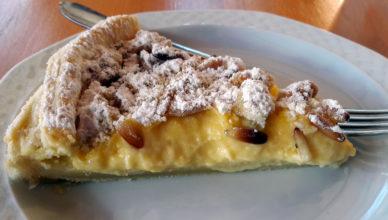 Torta della nonna con pasta sfoglia e bergamotto