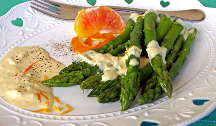 Asparagi con salsa all'arancia