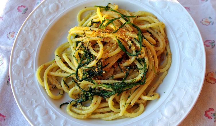 Spaghetti con agretti e mollica di pane
