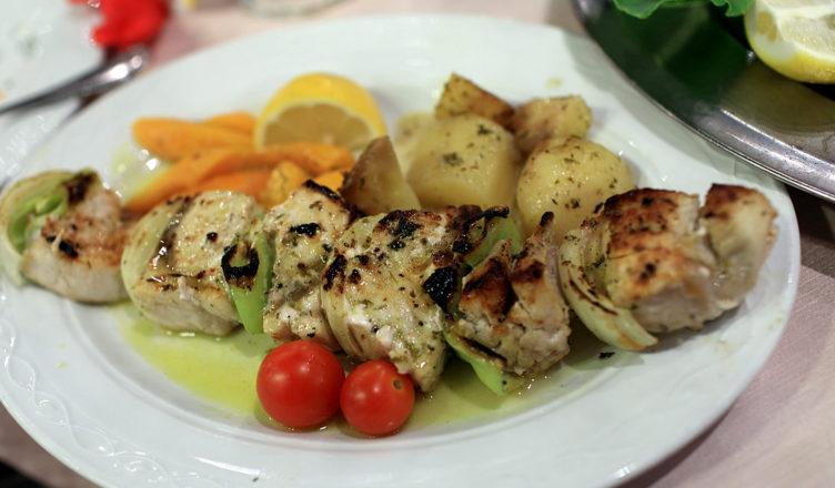 Spiedini di pesce spada grigliati al forno