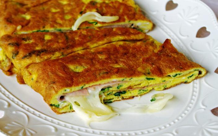 Ricetta Omelette Prosciutto E Funghi.Frittata Con Prosciutto E Mozzarella Calda E Filante
