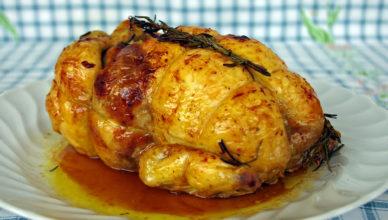 Pollo ripieno disossato e arrostito in forno