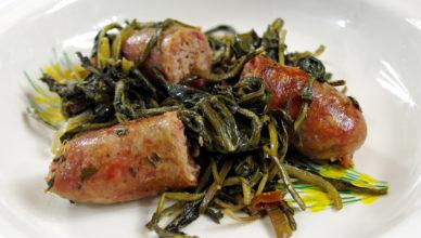 Salsicce con cicoria ripassate in padella