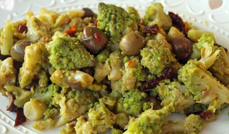 Broccoli affogati con olive e pomodori secchi