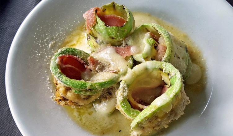 Involtini di zucchine gratinate con prosciutto e caciocavallo