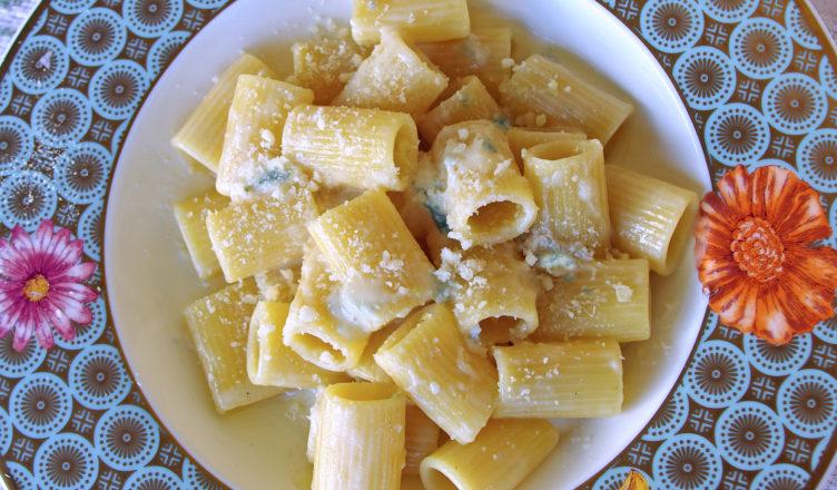 Pasta al gorgonzola profumata di grappa