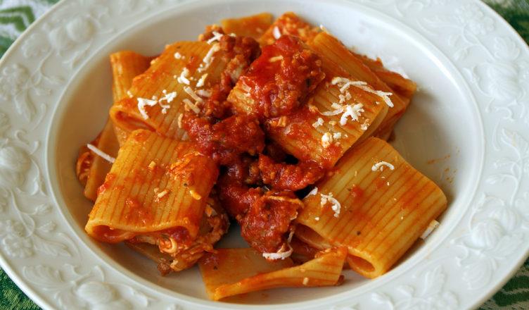 Ricetta Ragu Di Salsiccia.Paccheri Al Sugo Di Salsiccia E Peperoncino