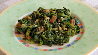 Spinaci e bieta con uvetta e pinoli, alla romagnola