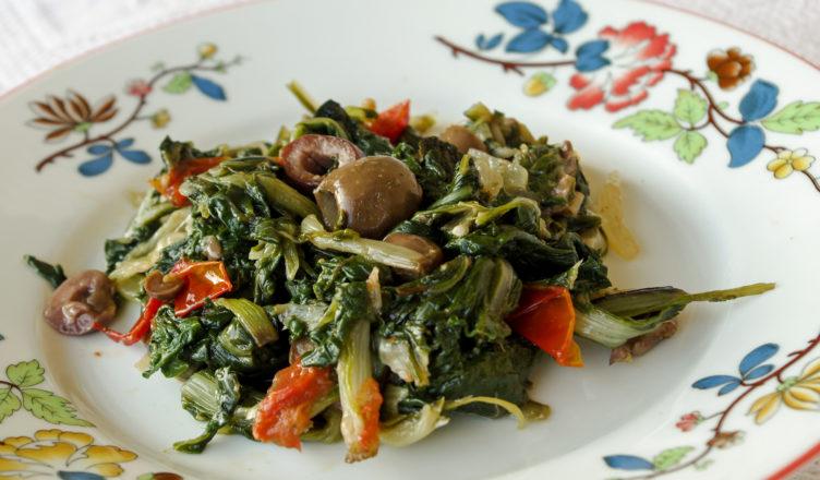 Contorno di bieta con olive e capperi e pomodorini
