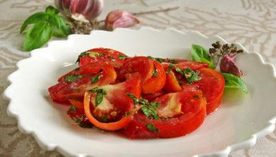 Insalata aromatica di pomodori, ricetta tipica napoletana