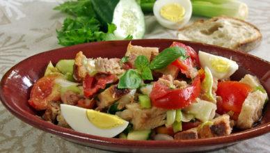 Panzanella, gran piatto della tradizione povera italiana