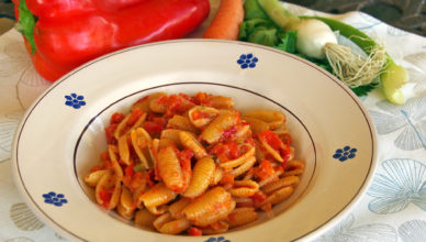 Pasta al sugo con peperoni, ricetta umbra