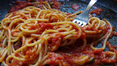 Vermicelli o spaghetti alla pizzaiola