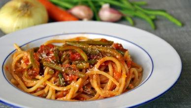 Spaghetti al sugo di fagiolini con pomodoro e caciocavallo
