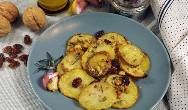 Patate arrosto speciali con uvetta, noci e rosmarino
