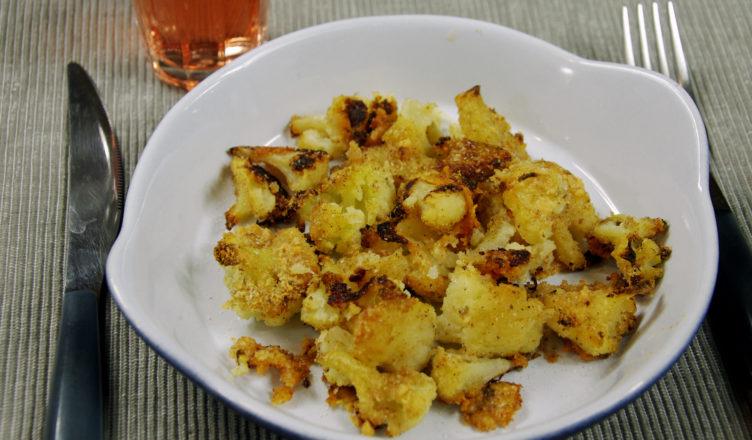 Broccoli al forno con mollica, formaggio e peperoncino, alla calabrese