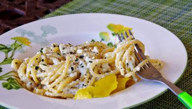 Linguine con ricotta limone e parmigiano