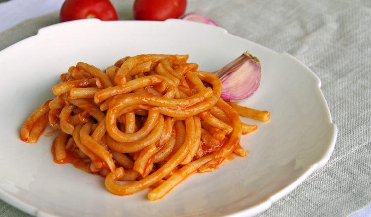 Pici all'aglione, la ricetta tipica toscana