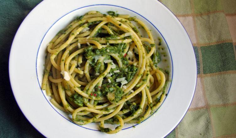 Bucatini con pesto di broccoli
