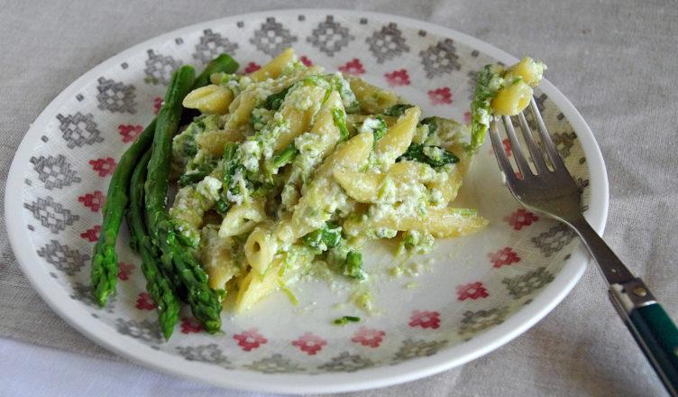 Pasta con asparagi e ricotta