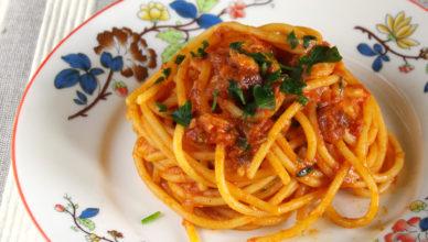 Spaghetti al ragù di sgombro alla marchigiana