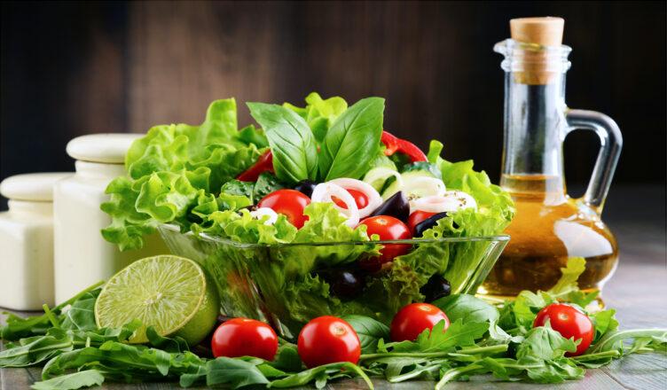 Condimenti per insalate di verdure fresche e miste